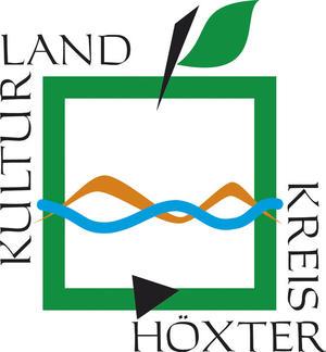 """Das Logo des Kreises Höxter zeigt einen vier-eckigen Apfel umrahmt von dem Schriftzug """"Kulturland Kreis Höxter"""". In der Mitte des Apfels von rechts nach links sind eine blaue geschlängelte Linie, die die Weser symbolisieren sol,l und ein Hellbraune geschlängelte Linie, die das Weserbergland symbolisieren soll, eingefügt."""