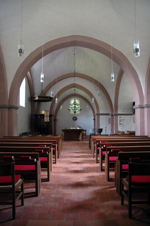 Innenraum der im romanischen Stil erbauten Reelkirchener Kirche